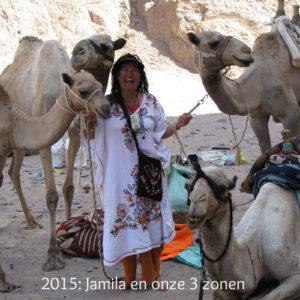 Joyce met haar kamelen
